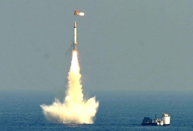 Nirbhay là loại tên lửa hành trình tốc độ cận âm, áp dụng mô hình sau khi bay lên theo chế độ phóng tên lửa