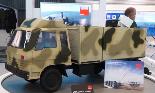 Mô hình súng laser LAG II gắn trên xe tải được Trung Quốc trưng bày