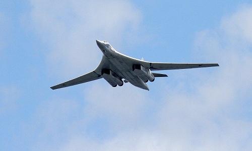 Máy bay ném bom chiến lược siêu thanh tầm xa Tu-160 của Nga