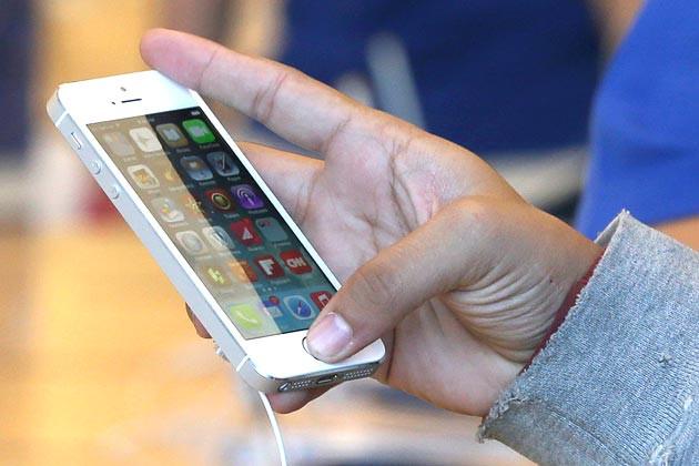 Điện thoại iPhone tự dưng biến thành cục gạch khiến nhiều người lo lắng