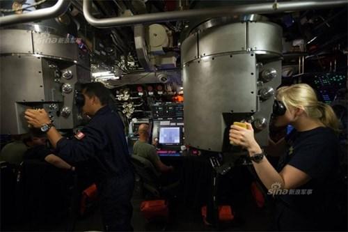 Bên trong  tàu ngầm Type-212 Đức.
