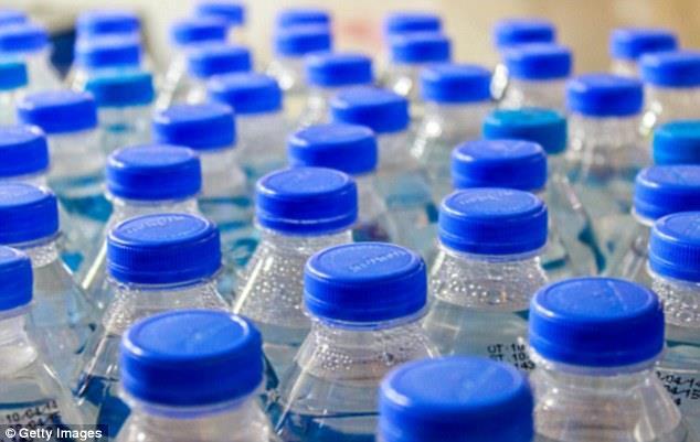 Phát hiện mới của các nhà khoa học Mỹ, hóa chất trong chai nhựa gây rối loạn nội tiết.