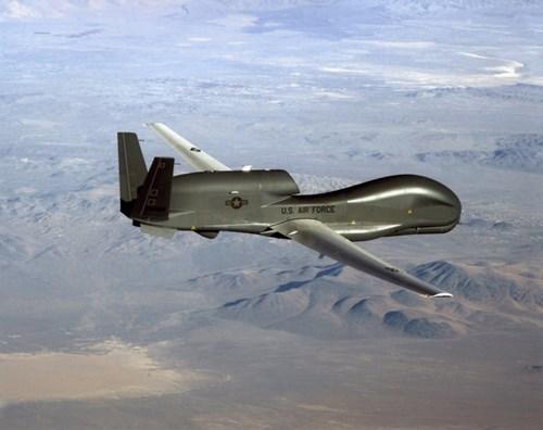 Máy bay RQ-4 Global Hawk có thể bay vòng quanh một khu vực rộng lớn lên tới 100.000 km.