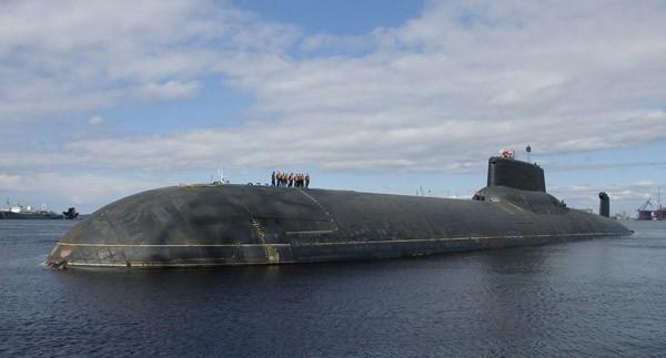 Tàu ngầm Akula là một tàu ngầm cực lớn với chiều cao tương đương tòa nhà 9 tầng .