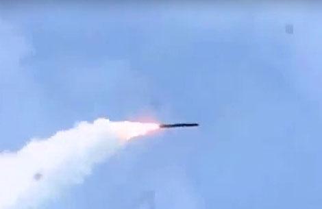 Tên lửa P-800 Oniks rời bệ phóng.