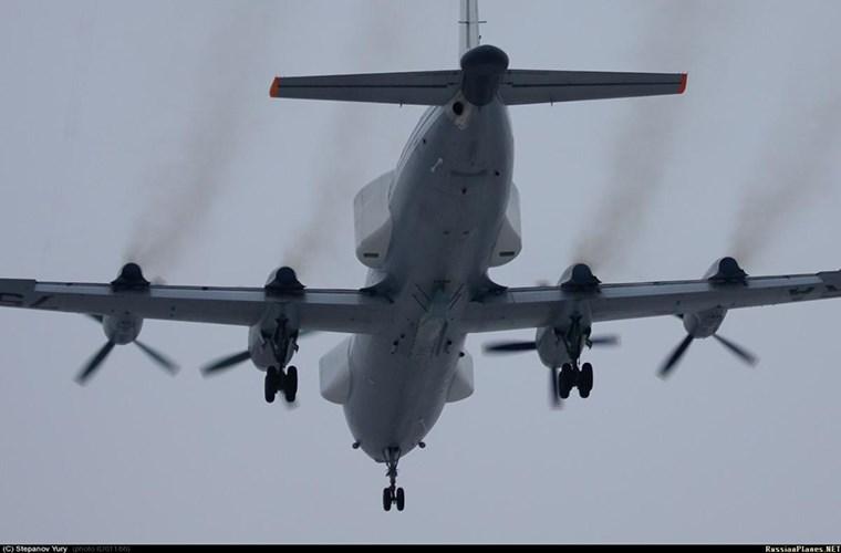 Máy bay Il-22PP có thiết bị lọc tần số, tức là nó sẽ không gây nhiễu .