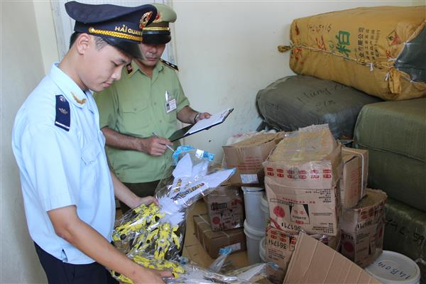 Lực lượng chức năng tỉnh Quảng Ninh bắt giữ một vụ vận chuyển hàng hóa trái phép trước đó.