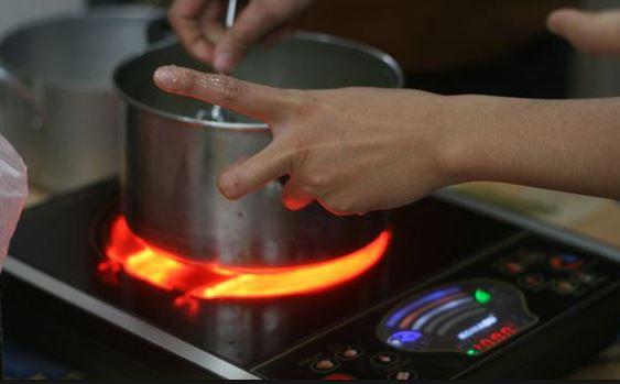 Bếp hồng ngoại tiện nhưng dễ cháy nổ nếu không biết cách sử dụng.