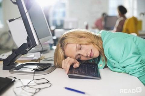 Chất đạm và muối có nguy cơ gây nên những chứng buồn ngủ ngay sau khi ăn.