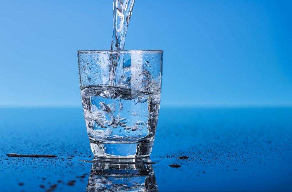 Uống nhiều nước cũng co nguy cơ ngộ độc.