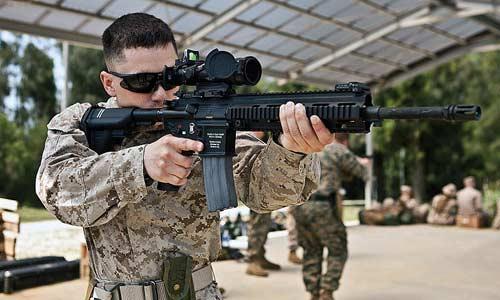 Súng trường M27 có tầm bắn 550m.