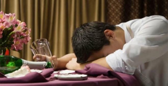 Tình trạng uống rượu bia tại Việt Nam đang ở mức báo động. Ảnh minh họa