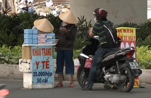 Tác hại kinh hoàng từ khẩu trang vỉa hè. Ảnh: Phụ nữ TPHCM