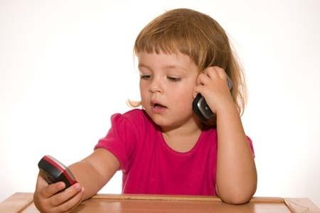 Nếu sử dụng điện thoại trước 20 tuổi sẽ có nguy cơ ung thư. Ảnh minh họa