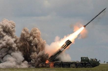 Pháo phản lực Tornado-S có sức mạnh chỉ đứng sau bom nguyên tử. Ảnh: Lao Động