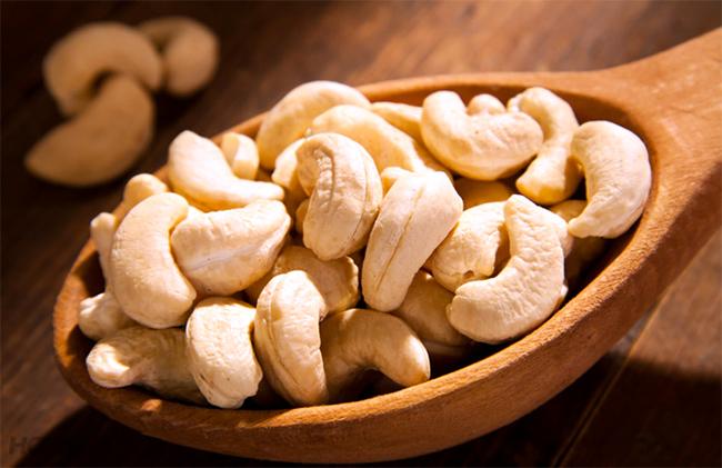 Hạt điều cũng là thực phẩm liệt vào danh sách có độc tố tự nhiên. Ảnh minh họa