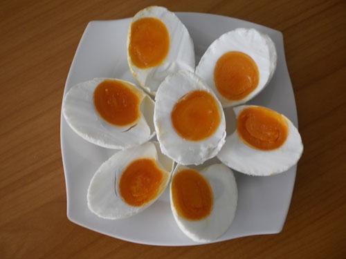 Trứng muối nhiễm chì có nguy cơ gây giảm trí nhớ. Ảnh minh họa