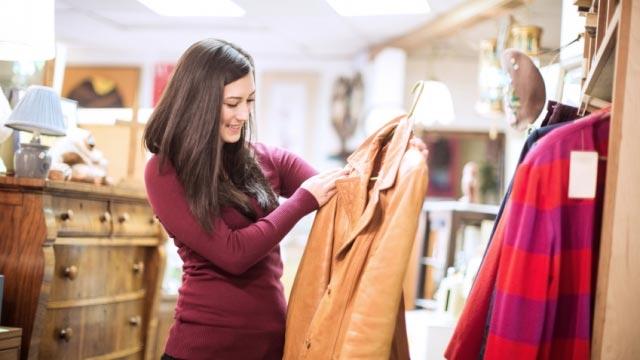 Quần áo tiềm ẩn nhiều hóa chất độc hại nên giặt trước khi mặc. Ảnh minh họa