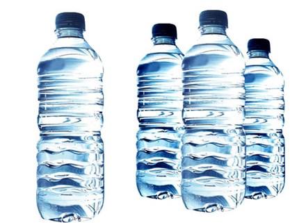 Chai nhựa cũng chứa một hóa chất gây rối loạn hoóc môn khác là chất phá vỡ nội tiết. Ảnh minh họa