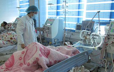 Các nạn nhân trong vụ ngộ độc thực phẩm ở Lai Châu được điều trị tại bệnh viện. Ảnh: báo Lai Châu