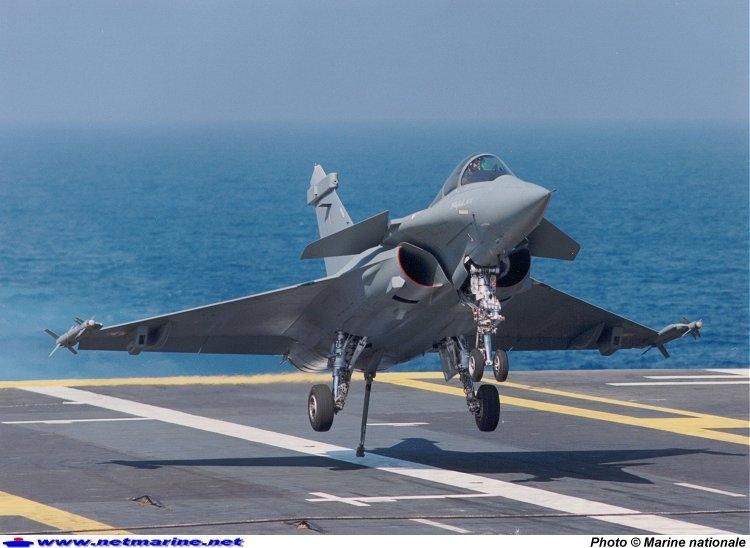 Tiêm kích Su-35 trang bị hệ thống tìm kiếm và theo dõi hồng ngoại Tiêu chuẩn (IRST). Ảnh: Đất Việt