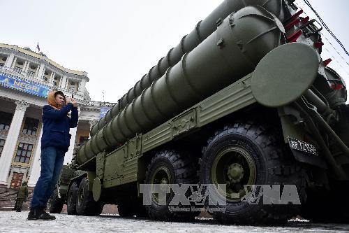 Tên lửa S -400 Triumf được triển khai với nhiệm vụ bảo vệ thủ đô Moskva và khu vực trung tâm công nghiệp. Ảnh: TTXVN