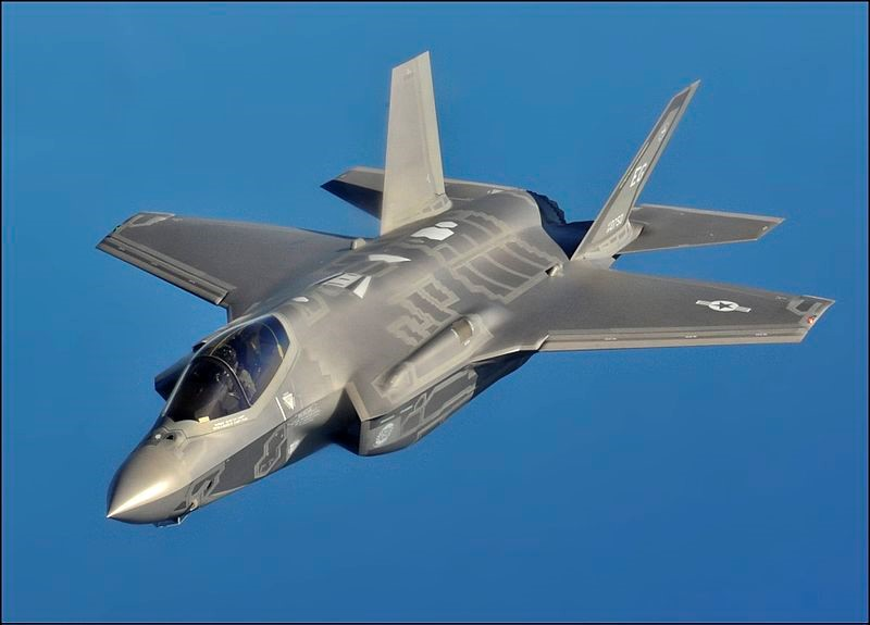 Mỗi chiếc tiêm kích F-35 có thể mang theo khoảng 8.000 kg đạn dược. Ảnh: Zing News