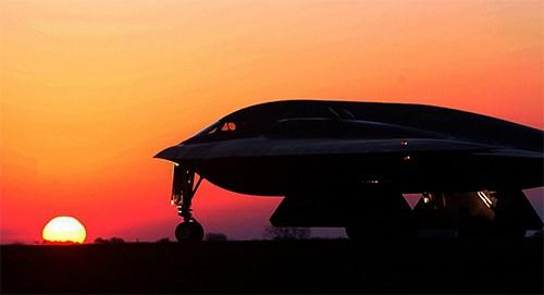 Máy bay ném bom B-2 đi có khả năng bay tới hơn 11.000 km mà không cần tiếp liệu. Ảnh: Quân Đội Nhân Dân
