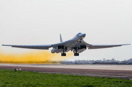 Máy bay ném bom Tu-60M2 phải đạt tốc độ như một máy bay tiêm kích đánh chặn.
