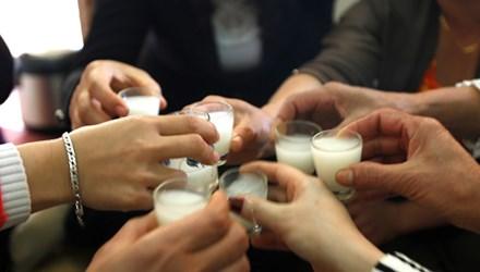 Rượu chứa methanol vô cùng nguy hiểm cho người dùng. Ảnh minh họa
