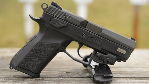 Súng ngắn CZ P-07  là vũ khí sát thương bán tự động cơ khí cổ nhất. Ảnh: Tiền Phong