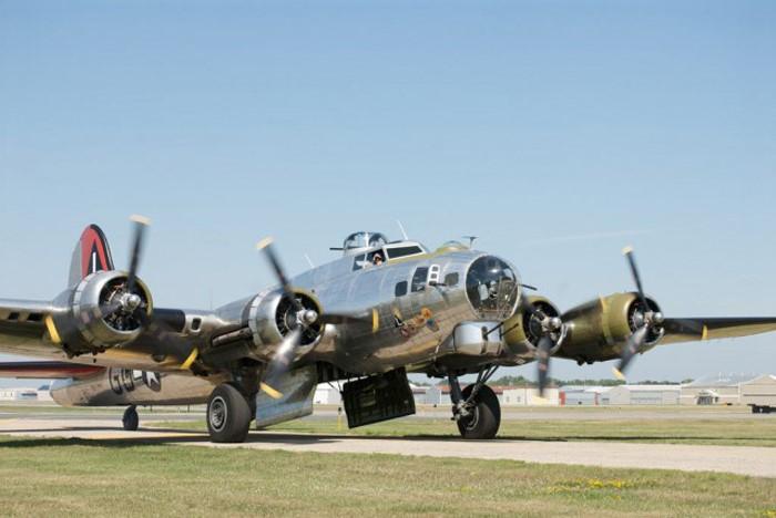 Máy bay ném bom B-17 là kiểu máy bay ném bom hạng nặng 4 động cơ. Ảnh: Zing News