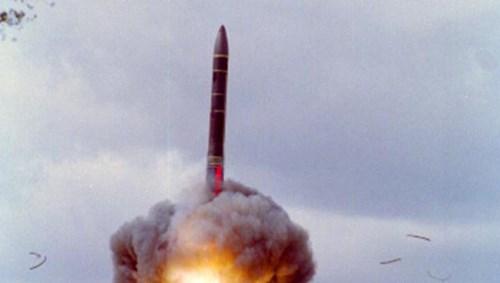 Tên lửa RS-26 có chiều dài khoảng 12 mét, đường kính 1,8 mét, trọng lượng phóng khoảng 36 tấn. Ảnh: Kiến Thức