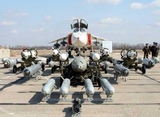 Chiến đấu cơ Su-24 Fencer được thiết kế để có thể luồn sâu vào lãnh thổ đối phương bất kể ngày đêm. Ảnh: VTC News