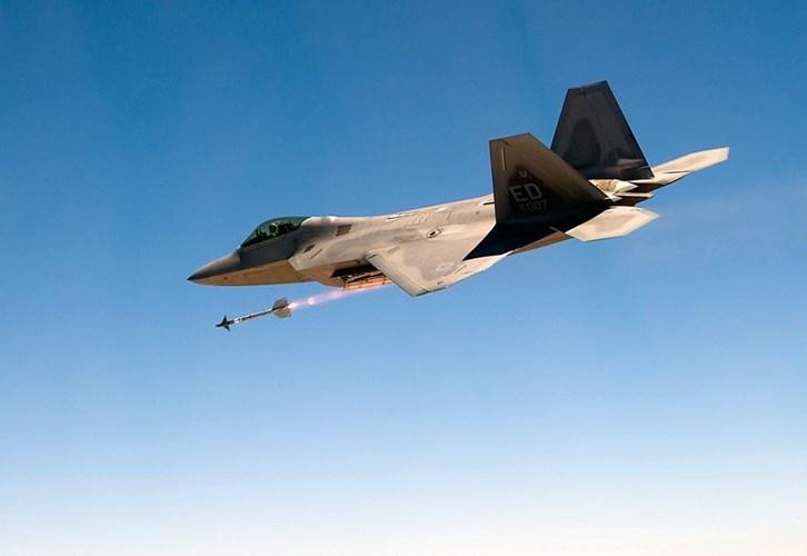 Tên lửa AIM-9X bắt đầu được thử nghiệm vào năm 1999. Ảnh: Kiến Thức
