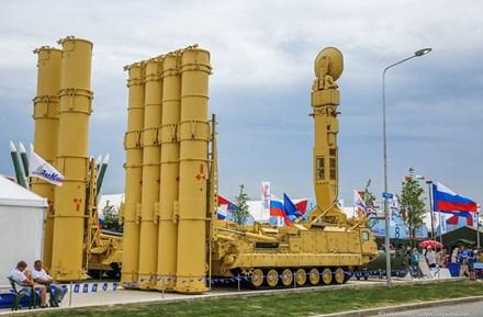 Hệ thống phòng thủ tên lửa Antey-2500 của Nga. Ảnh: Kiến Thức