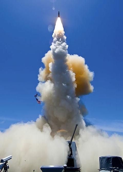 Tên lửa SM-6 là vũ khí đánh chặn có độ chính xác cực cao của Mỹ. Ảnh: Đất Việt