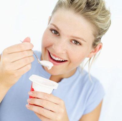 Sữa chua không chứa chất béo là thực phẩm có thể gây vô sinh nếu phụ nữ ăn nhiều. Ảnh minh họa