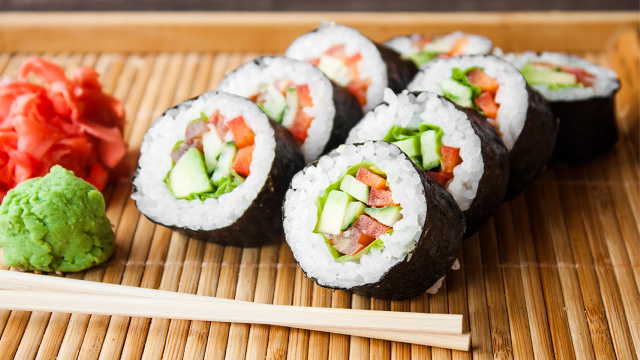 Sushi là loại thức ăn chứa nhiều tinh bột không tốt nếu ăn nhiều. Ảnh minh họa