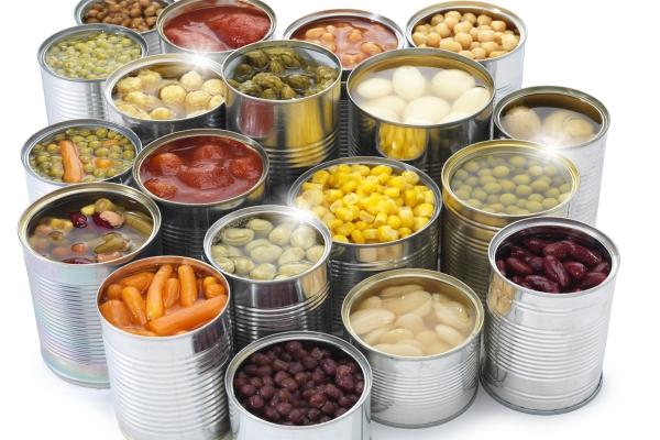 Thực phẩm đóng hộp thường đựng vào hộp nhôm nên có nguy cơ nhiễm kim loại nặng. Ảnh minh họa