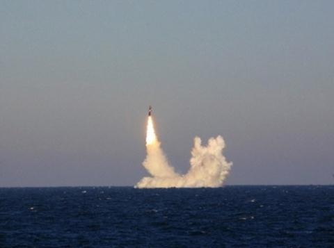 Tên lửa RSM-56 Bulava trong một lần khai hỏa. Ảnh: Đất Việt