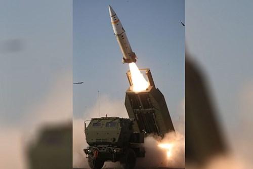 Tên lửa đạn đạo ATACMS vừa được Mỹ trang bị đầu đạn mới. Ảnh: Kiến Thức
