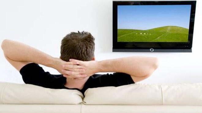 Đàn ông xem tivi quá nhiều có nguy cơ vô sinh. Ảnh minh họa