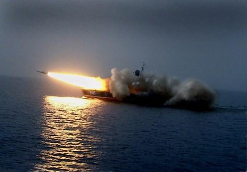 Tàu tên lửa đệm khí Bora khai hỏa tên lửa. Ảnh: Lao động