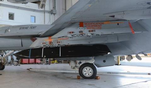Tên lửa AGM-158C LRASM hiện đang được Mỹ tiến hành sản xuất. Ảnh: Đất Việt