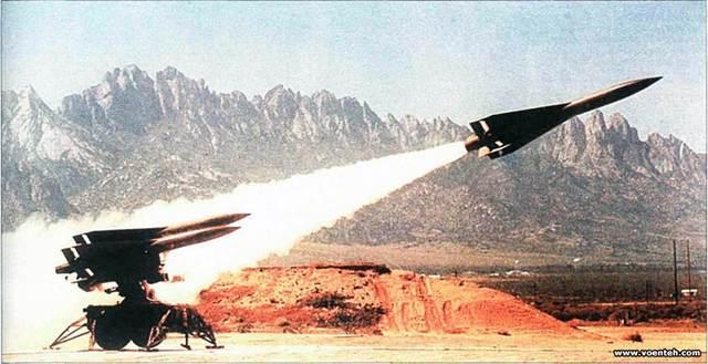 Hệ thống tên lửa Hawk khai hỏa. Ảnh: Đất Việt