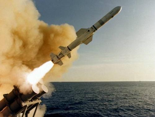 Tên lửa RGM - 84 Harpoon khai hỏa. Ảnh: VnExpress