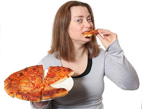 Thực phẩm nhiều năng lượng như bánh pizza rất dễ gây béo phì và ung thư. Ảnh minh họa
