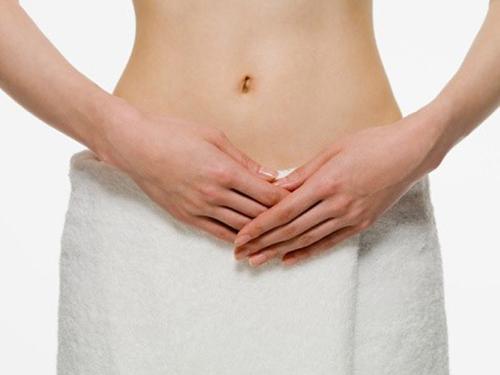 Thường xuyên thụt rửa âm đạo có thể bị ung thư buồng trứng. Ảnh minh họa