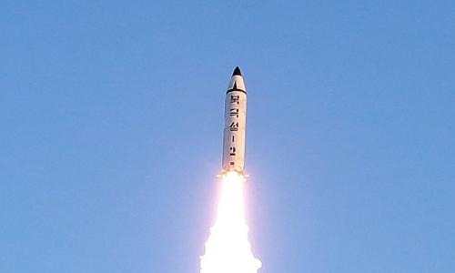 Tên lửa Pukguksong-2 Triều Tiên khai hỏa. Ảnh: VnEpress